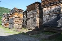 木材を野外で自然乾燥